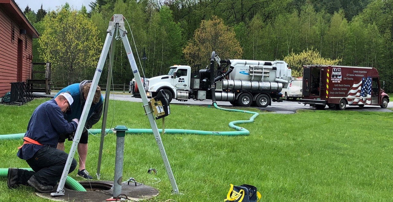 Manosh workers installing pump station